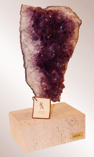 Предмет декора камень